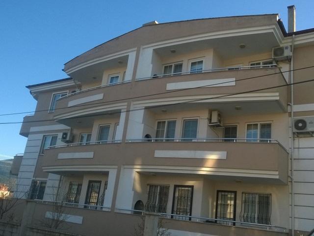 Muğla ilinin Dalaman ilçesi Hakkı Ege 6 sokak üzerinde 3 katlı binanın en üst katı sahibinden satılıktır. Daire 160 m2 civarı olup, içi temiz ve bakımlıdır.