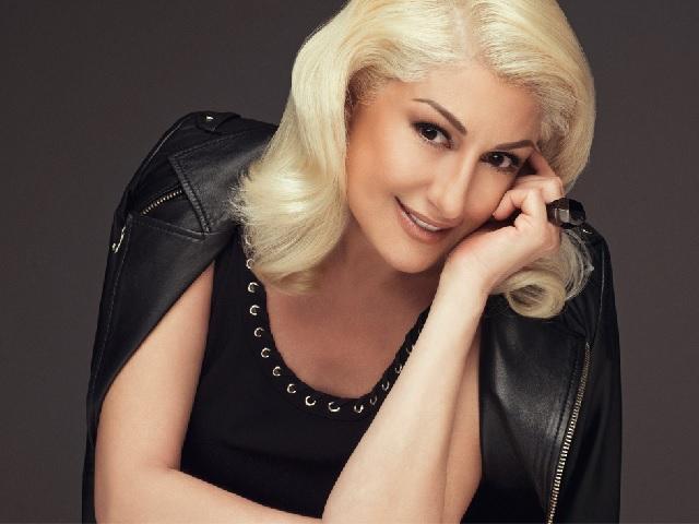 Türk sanat müziği yorumcusu, değerli şarkıcı Muazzez Ersoy hakkında bilgileri sitemizden okuyabilirsiniz. Kimdir, nereli kaç yaşında, şarkıları ve albümleri