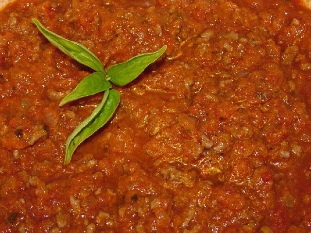 Bolonez sos nasıl yapılır? Bolonez sos tarifi ile bolonez sos yapımı sitemizde! Bolonez sos yapılışı için gereken malzemeler sayfamızda paylaşılmıştır.