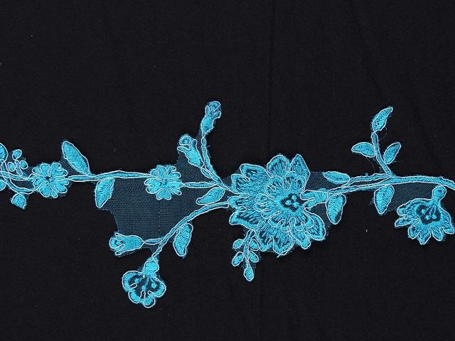 renkli aplik kumaşları online kumaşçı sitemiz kumasim.com bünyesinde k11953 ürün kodu ile satılmaktadır. Eni 7cm, boyu 28cm'dir. Petrol ve pembe renkleri mevcuttur.