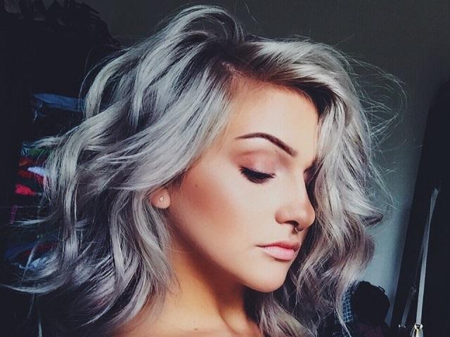 Gümüş saç rengi modelleri için tavsiyeler ve öneriler yazımızda paylaşıldı! Gümüş rengi saçlar için sayfamızı inceleyebilirsiniz.