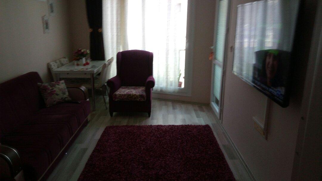 İzmir Yeşilyurt'ta sahibinden satılık daire. 5 katlı binanın ikinci katındaki satılık ev ısı yalıtımlı olup, ısıtma klima iledir.