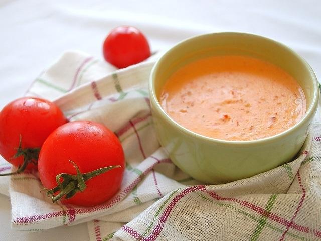 Labneli domates çorbası nasıl yapılır? Labneli domates çorbası tarifi ve labneli domates çorba yapımı sitemizde paylaşıldı.