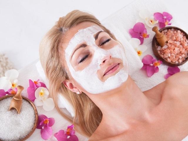Enfeksiyonlu, kuru, yağlı ve bakıma ihtiyaç duyan diğer cilt tipleri için yoğurt maskesinin faydaları sitemizde!